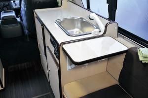 ■折り畳み式調理台 ワンアクションでスペース広々!!