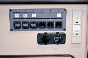 ■6連集中スイッチ&  シガーソケット このスイッチですべての 電気をコントロール