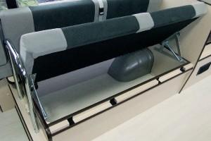 ■シート下収納 シート下は収納 スペース 旅にはかかせない 空間です。